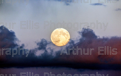 Supermoonrise-1 